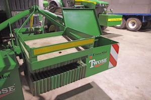 Front weight frame for John Deere 6920